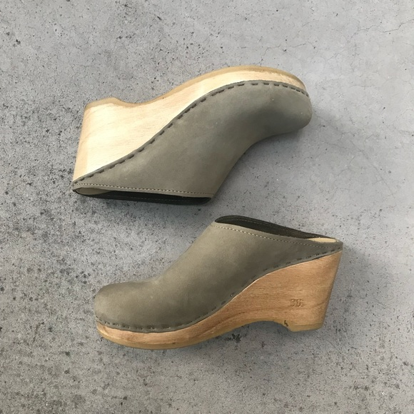 No6 New School Clog On Wedge In Cement